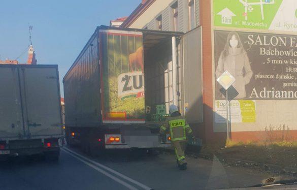 """Z ,,ciężarówki"""" wypadło… piwo. ZDJĘCIA!"""