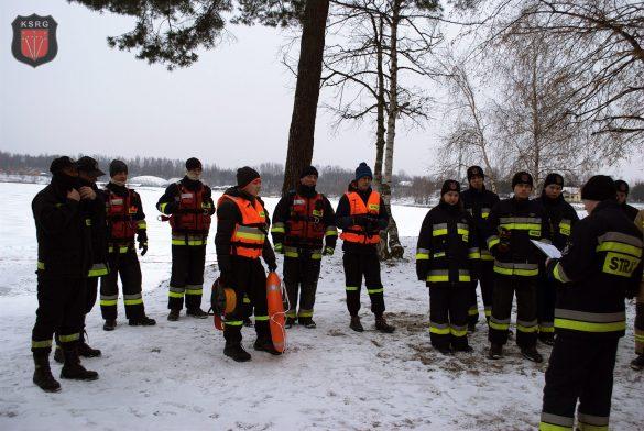 Pierwsze warsztaty ratownictwa lodowego w Kryspinowie. FOTO