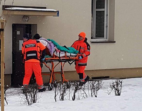 Rodzina z Oświęcimia podtruta tlenkiem węgla. Nastolatka śmigłowcem LPR trafi do szpitala z komorą hiperbaryczną. FILM, ZDJĘCIA!