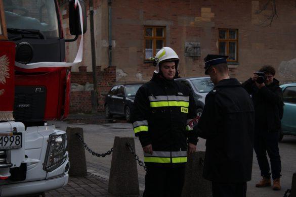 Uroczyste przekazanie nowego pojazdu dla OSP Podolsze. ZDJĘCIA, FILM