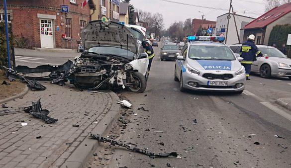 Dwa samochody zderzyły się na DW780 w Chełmku – ZDJĘCIA!