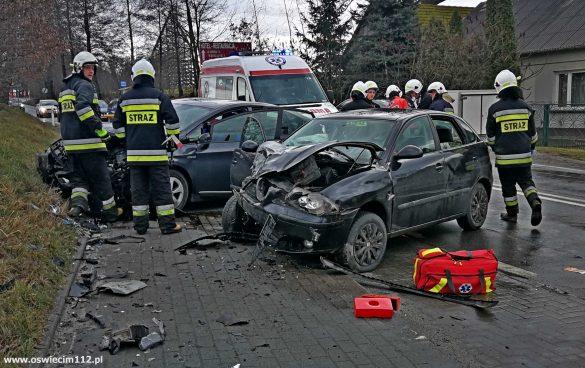 Wypadek drogowy w Przeciszowie. Dwie osoby trafiły do Szpitala – ZDJĘCIA, FILM!