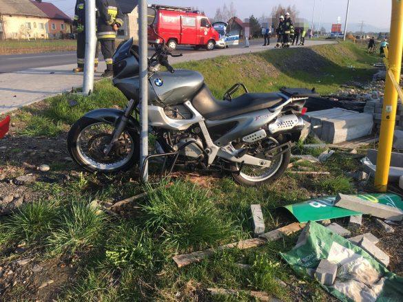 Kierujący motocyklem trafił do szpitala. Ma złamaną nogę. ZDJĘCIA!
