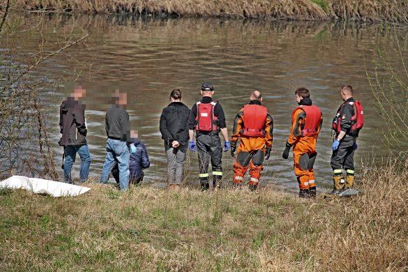 Zwłoki mężczyzny wyłowiono z rzeki Wisły. Prokuratura nakazała zabezpieczyć ciało do sekcji – ZDJĘCIA!