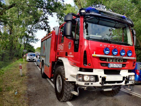 Dachowanie samochodu na DW933 w Oświęcimiu – ZDJĘCIA!