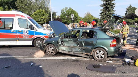 Poważny wypadek w Oświęcimiu. Jedna z osób jest zakleszczona