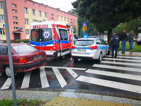 Nastolatek potrącony na przejściu przez samochód, którym kierował 84-letni mężczyzna – ZDJĘCIA!
