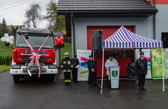 Najnowsze samochody pożarnicze oficjalnie przekazane. Wkrótce kilka OSP wzbogaci się o kolejne – ZDJĘCIA!