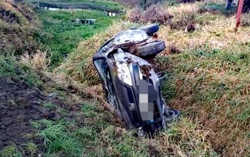 Zasnął za kierownicą a następnie dachował – ZDJĘCIA!