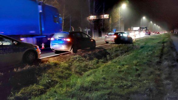 Karambol na DK44, jeden z pojazdów dachował – ZDJĘCIA!