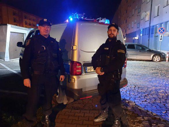 Pożar w bloku mieszkalnym w Oświęcimiu. Policjanci uratowali życie mężczyzny – ZDJĘCIA!