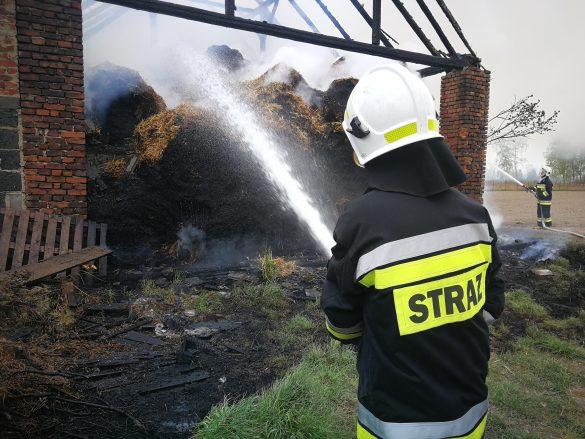 Spłonęła stodoła wypełniona słomą. ZDJĘCIA, FILM!