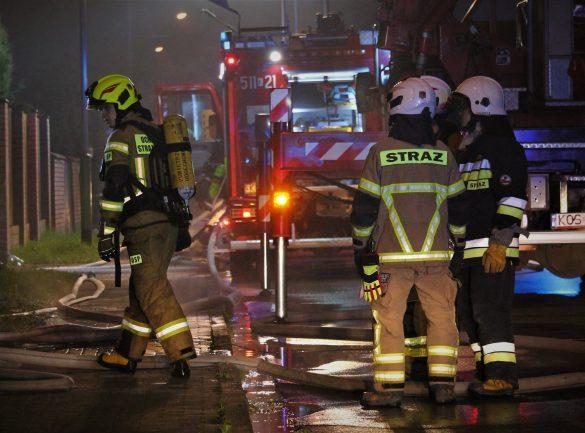 Tragiczny finał pożaru budynku w Oświęcimiu.  Jedna osoba nie żyje a druga została poszkodowana – FILM, ZDJĘCIA!