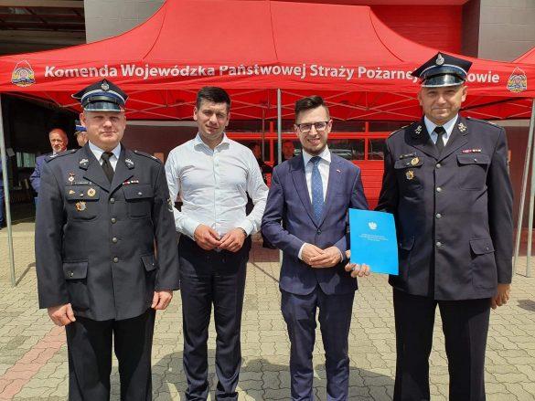 Strażacy z Włosienicy i Zasola z promesami na nowe samochody ratowniczo-gaśnicze