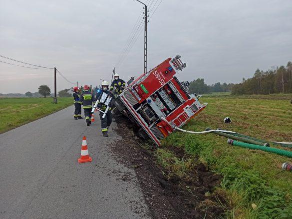Zdarzenie drogowe z udziałem wozu strażackiego – ZDJĘCIA!