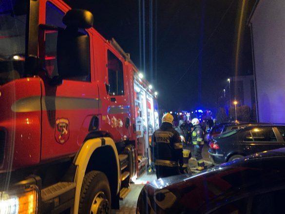 Pożar mieszkania w Brzeszczach. Kilka osób ewakuowanych – ZDJĘCIA, FILM!