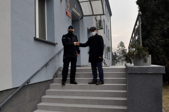 Gmina Oświęcim dofinansowała remont schodów wejściowych do oświęcimskiej komendy Policji