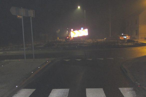 19-latek nie zauważył ronda. Jedna z młodocianych pasażerek została ranna – ZDJĘCIA!