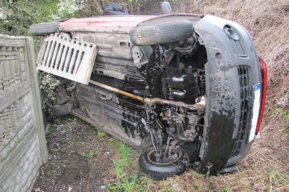 Podejrzany o kierowanie samochodem w stanie nietrzeźwości wypadł z mostu – ZDJĘCIA!