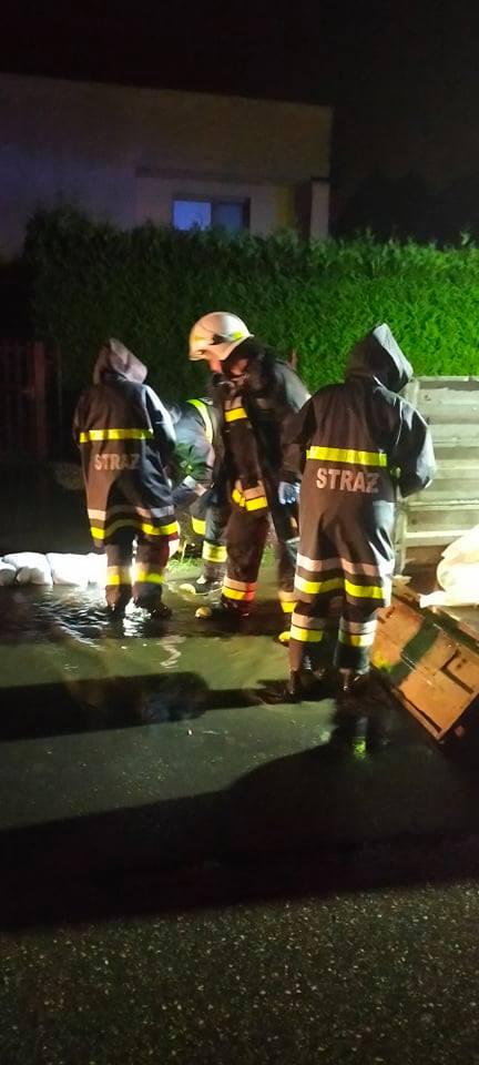 Groźne burze w regionie. W akcji strażacy z powiatu – NA ŻYWO !