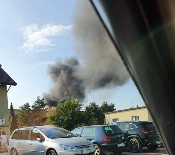 Pożar domu w Oświęcimiu. Kłęby dymu widoczne z kilkunastu kilometrów – ZDJĘCIA!